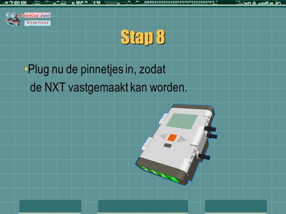 Stap 8 Plug nu de pinnetjes in, zodat de NXT vastgemaakt kan worden.