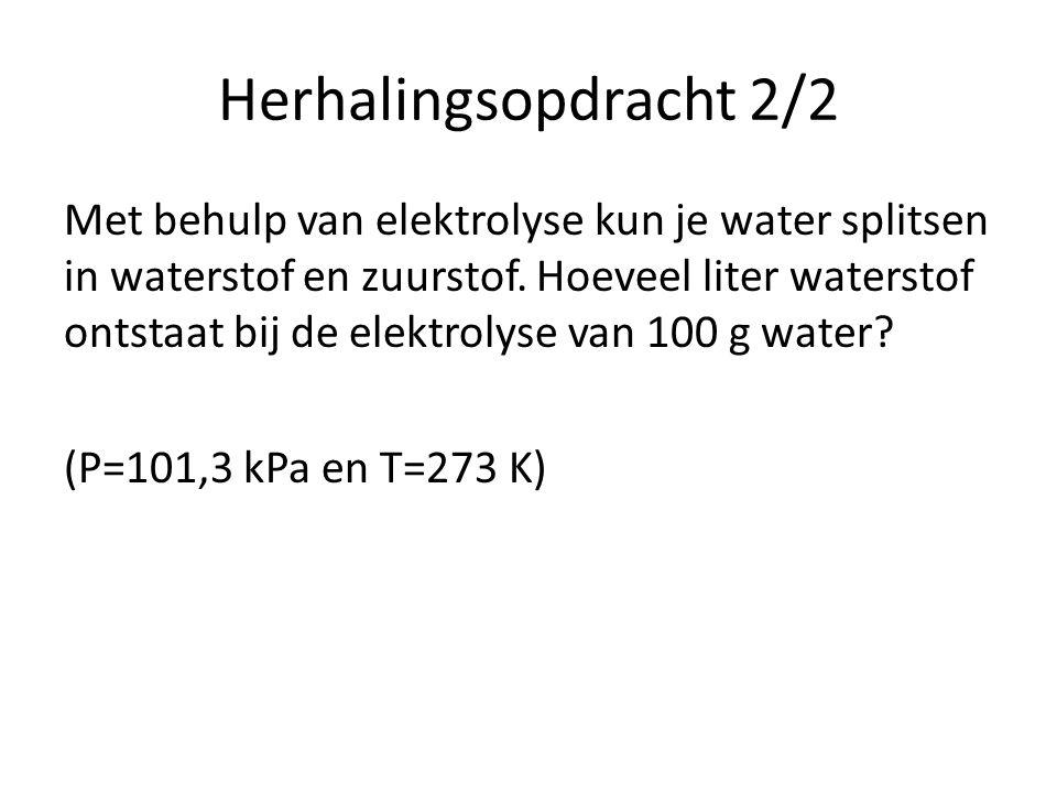 Herhalingsopdracht 2/2 Met behulp van elektrolyse kun je water splitsen in waterstof en zuurstof.