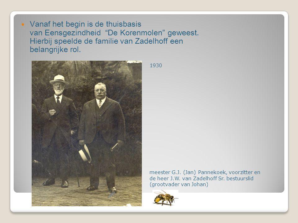 """Vanaf het begin is de thuisbasis van Eensgezindheid """"De Korenmolen"""" geweest. Hierbij speelde de familie van Zadelhoff een belangrijke rol. 1930 meeste"""