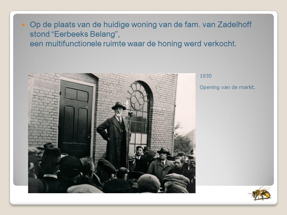 """Op de plaats van de huidige woning van de fam. van Zadelhoff stond """"Eerbeeks Belang"""", een multifunctionele ruimte waar de honing werd verkocht. 1930 O"""