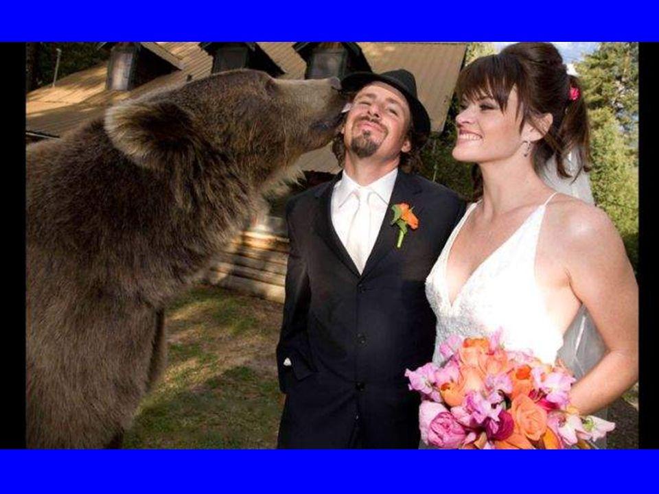 Ook op het trouwfeest ontbrak hij niet.