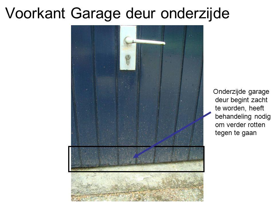 Voorkant Garage deur onderzijde Onderzijde garage deur begint zacht te worden, heeft behandeling nodig om verder rotten tegen te gaan