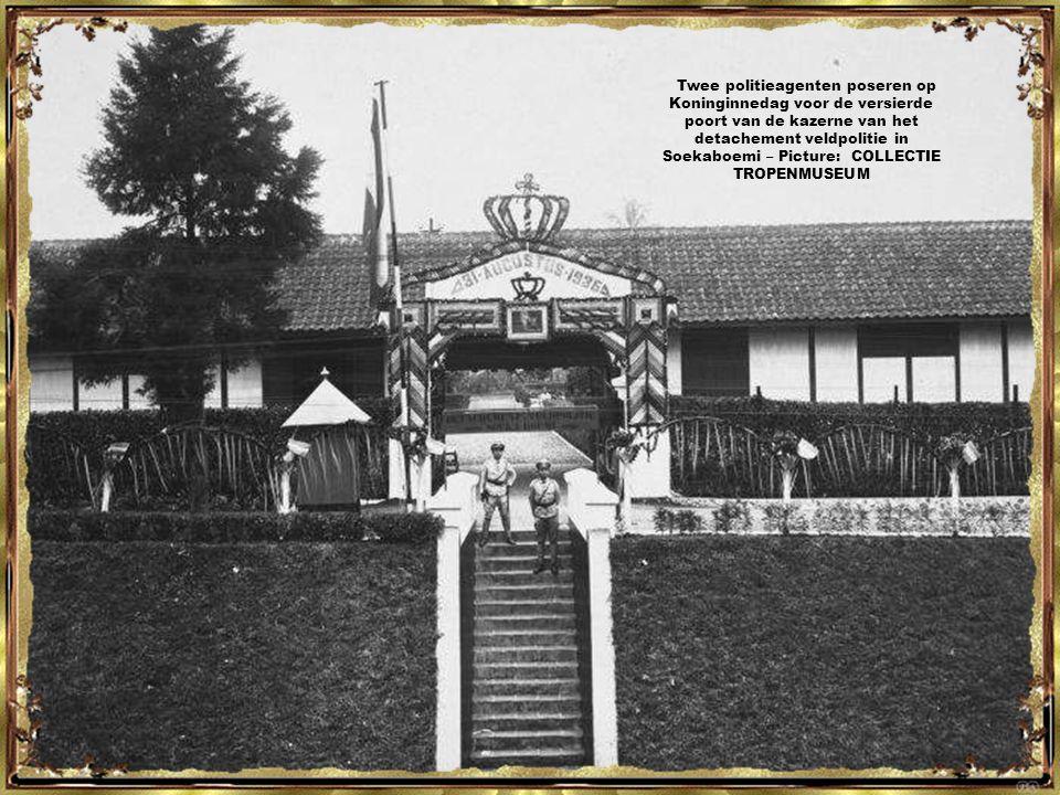 Groepsportret tijdens een bezoek van de gouverneur van West-Java aan de Politieschool in Soekaboemi, 1931 - Picture: COLLECTIE TROPENMUSEUM