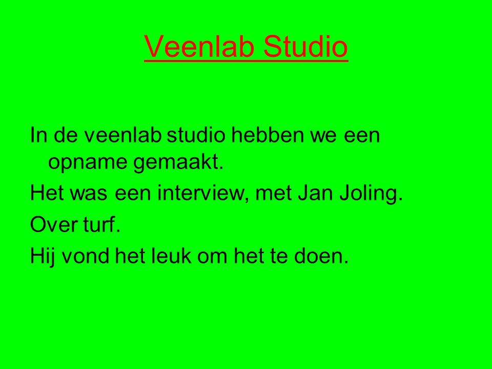 Veenlab Studio In de veenlab studio hebben we een opname gemaakt. Het was een interview, met Jan Joling. Over turf. Hij vond het leuk om het te doen.
