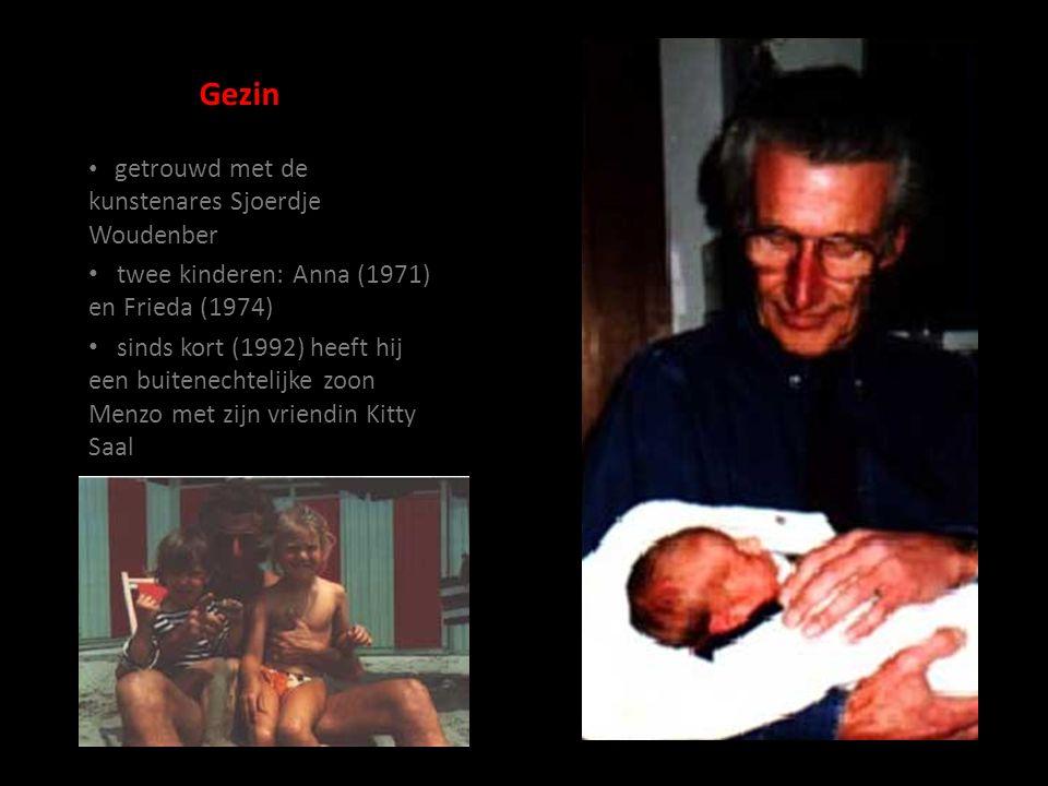 Gezin getrouwd met de kunstenares Sjoerdje Woudenber twee kinderen: Anna (1971) en Frieda (1974) sinds kort (1992) heeft hij een buitenechtelijke zoon Menzo met zijn vriendin Kitty Saal