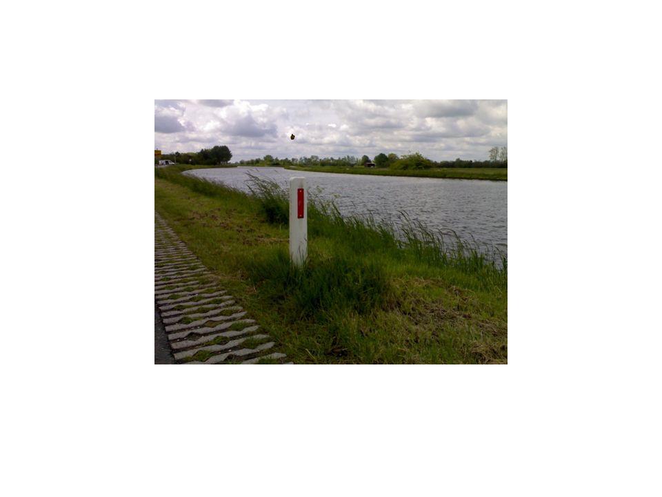 veiligheid Als het gras lang is zijn de reflextor paaltjes minder goed zichtbaar wat nadelig voor de veiligheid is