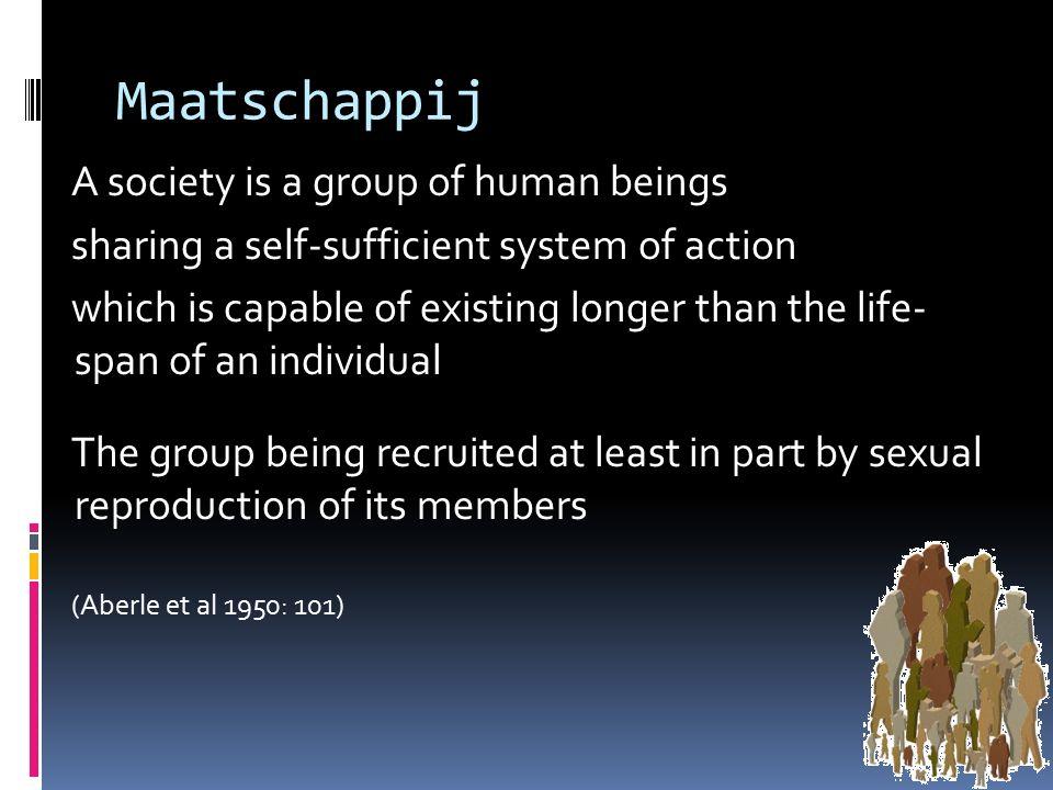 Maatschappijen Te beschrijven in termen van structuren en netwerken, rollen en relaties Dergelijke verschijnselen zijn niet specifiek menselijk: dieren kennen rollen en hebben relaties, ook diergroepen hebben een structuur, ook dieren hebben maatschappijen