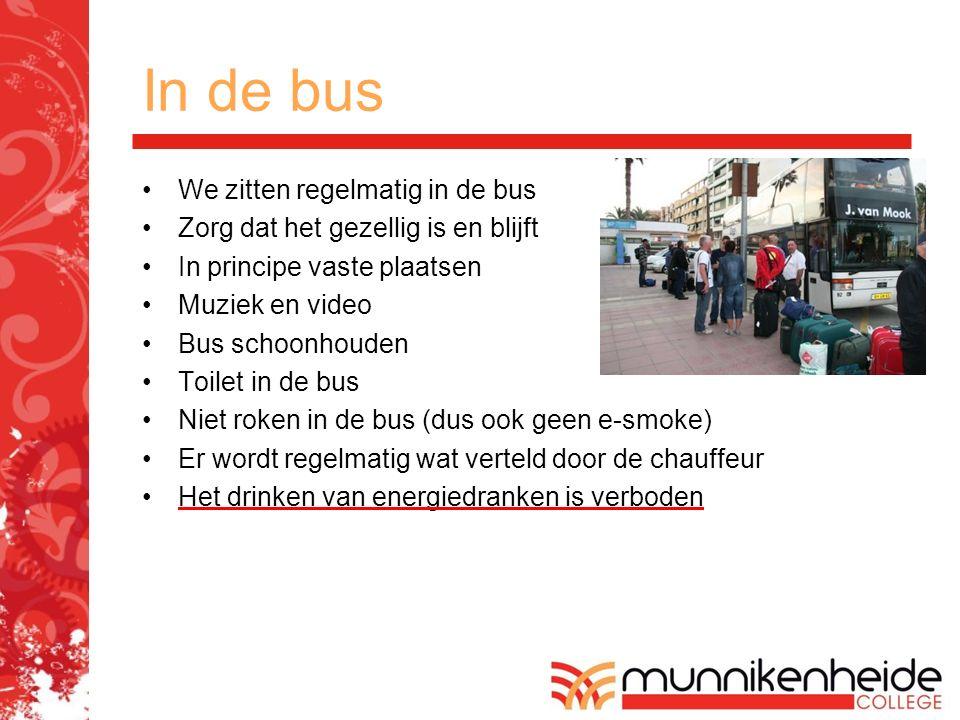 In de bus We zitten regelmatig in de bus Zorg dat het gezellig is en blijft In principe vaste plaatsen Muziek en video Bus schoonhouden Toilet in de b