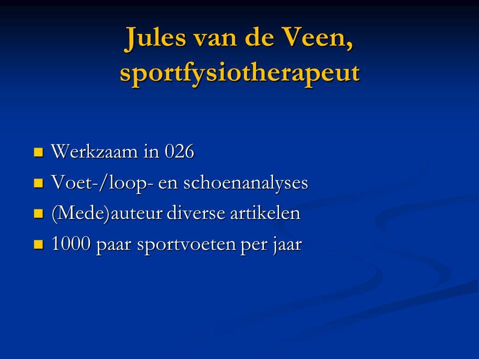 Jules van de Veen, sportfysiotherapeut Werkzaam in 026 Werkzaam in 026 Voet-/loop- en schoenanalyses Voet-/loop- en schoenanalyses (Mede)auteur diverse artikelen (Mede)auteur diverse artikelen 1000 paar sportvoeten per jaar 1000 paar sportvoeten per jaar