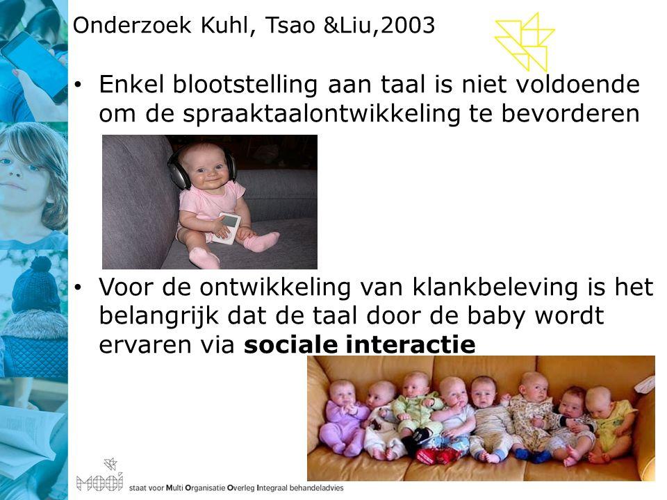 Onderzoek Kuhl, Tsao &Liu,2003 Enkel blootstelling aan taal is niet voldoende om de spraaktaalontwikkeling te bevorderen Voor de ontwikkeling van klankbeleving is het belangrijk dat de taal door de baby wordt ervaren via sociale interactie