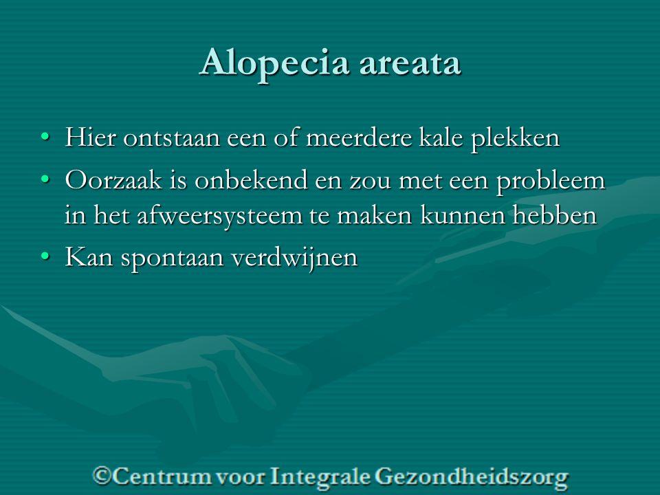 Alopecia areata Hier ontstaan een of meerdere kale plekkenHier ontstaan een of meerdere kale plekken Oorzaak is onbekend en zou met een probleem in het afweersysteem te maken kunnen hebbenOorzaak is onbekend en zou met een probleem in het afweersysteem te maken kunnen hebben Kan spontaan verdwijnenKan spontaan verdwijnen
