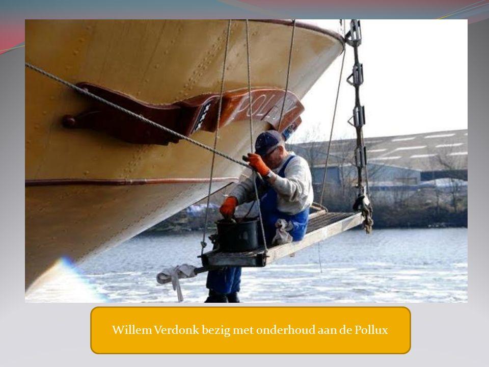 Willem Verdonk bezig met onderhoud aan de Pollux