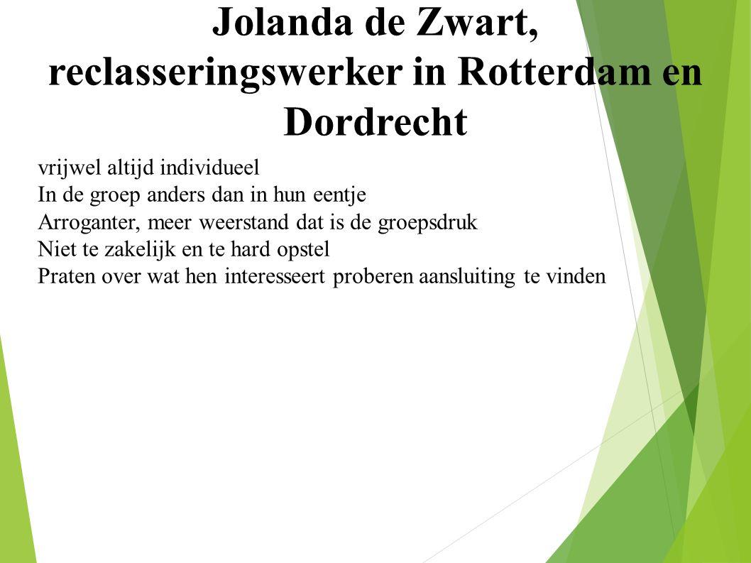 Jolanda de Zwart, reclasseringswerker in Rotterdam en Dordrecht vrijwel altijd individueel In de groep anders dan in hun eentje Arroganter, meer weerstand dat is de groepsdruk Niet te zakelijk en te hard opstel Praten over wat hen interesseert proberen aansluiting te vinden