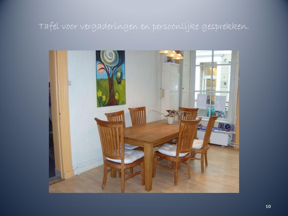 Tafel voor vergaderingen en persoonlijke gesprekken. 10