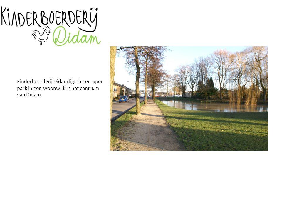Kinderboerderij Didam ligt in een open park in een woonwijk in het centrum van Didam.