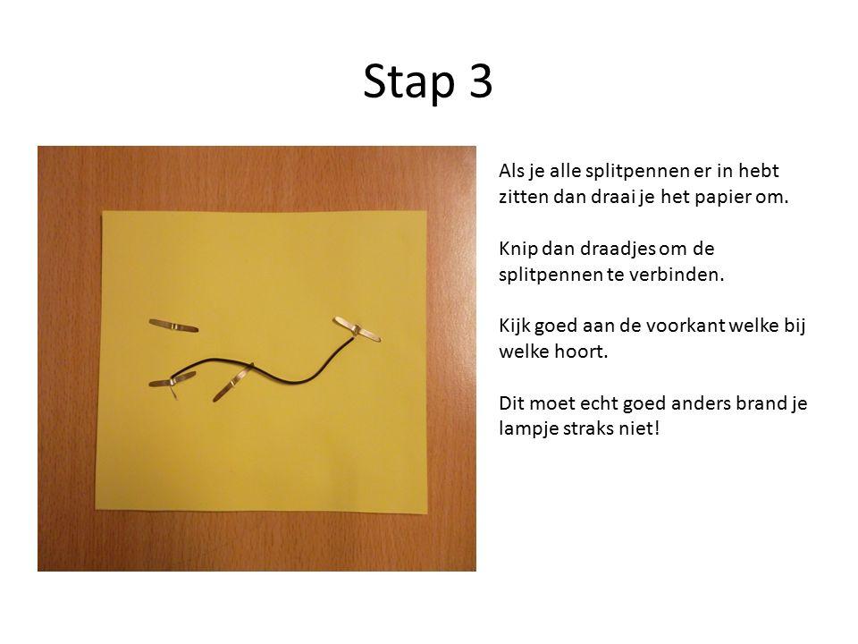 Stap 3 Als je alle splitpennen er in hebt zitten dan draai je het papier om.