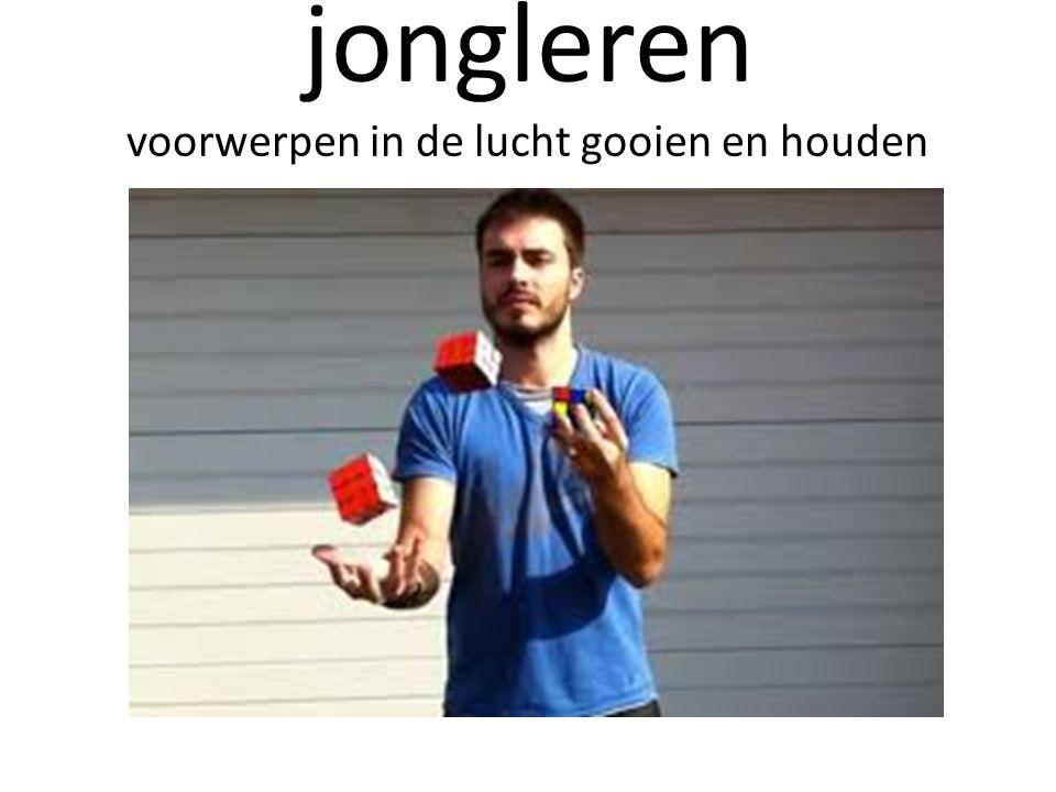 jongleren voorwerpen in de lucht gooien en houden