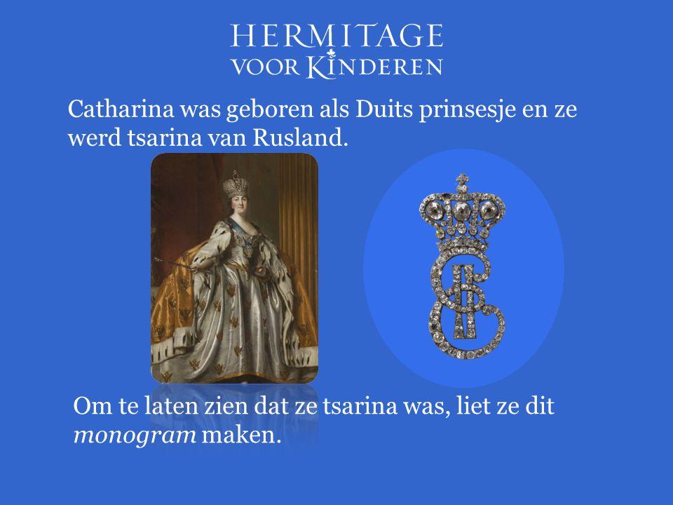 Catharina was geboren als Duits prinsesje en ze werd tsarina van Rusland. Om te laten zien dat ze tsarina was, liet ze dit monogram maken.