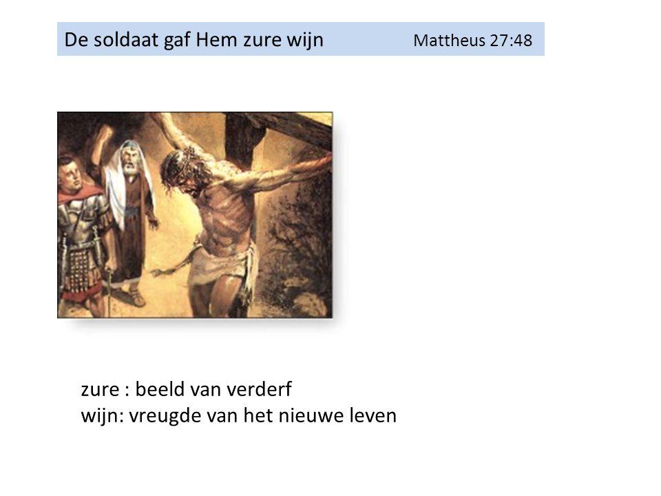 De soldaat gaf Hem zure wijn Mattheus 27:48 zure : beeld van verderf wijn: vreugde van het nieuwe leven
