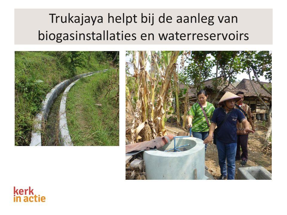 Trukajaya helpt bij de aanleg van biogasinstallaties en waterreservoirs