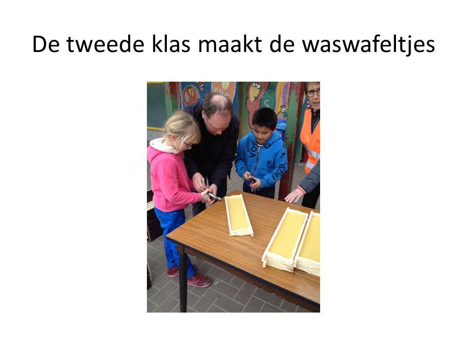 De tweede klas maakt de waswafeltjes