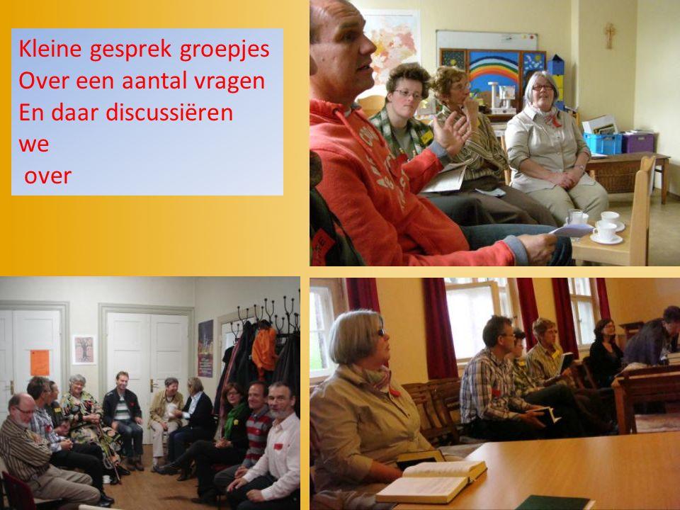 Kleine gesprek groepjes Over een aantal vragen En daar discussiëren we over