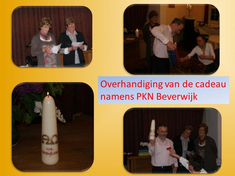 Overhandiging van de cadeau namens PKN Beverwijk