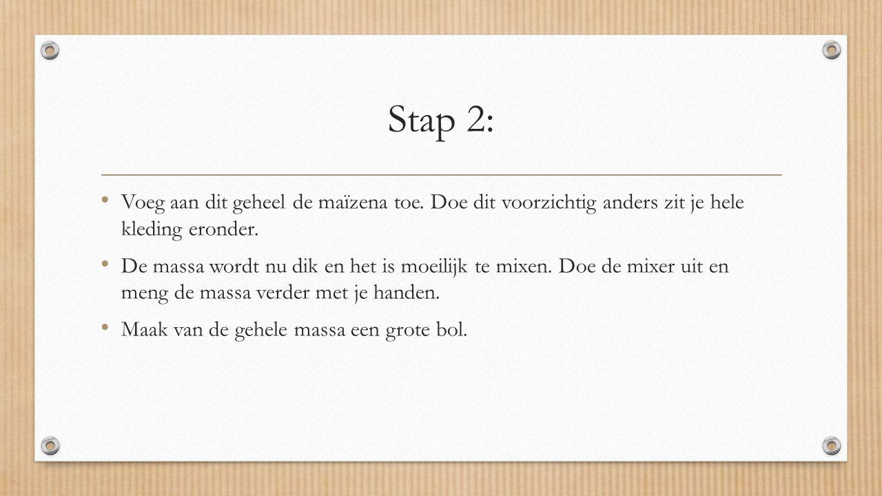 Stap 2: Voeg aan dit geheel de maïzena toe. Doe dit voorzichtig anders zit je hele kleding eronder.