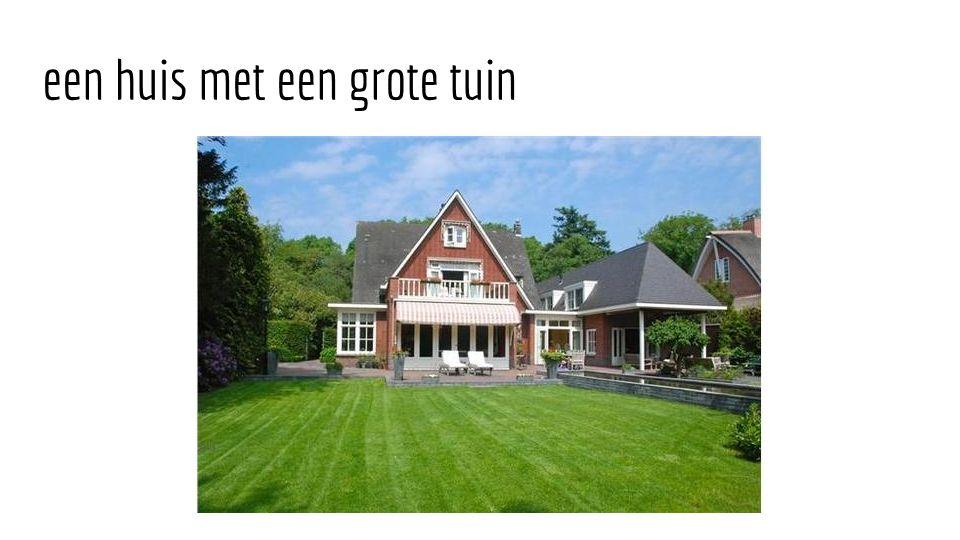 een huis met een grote tuin