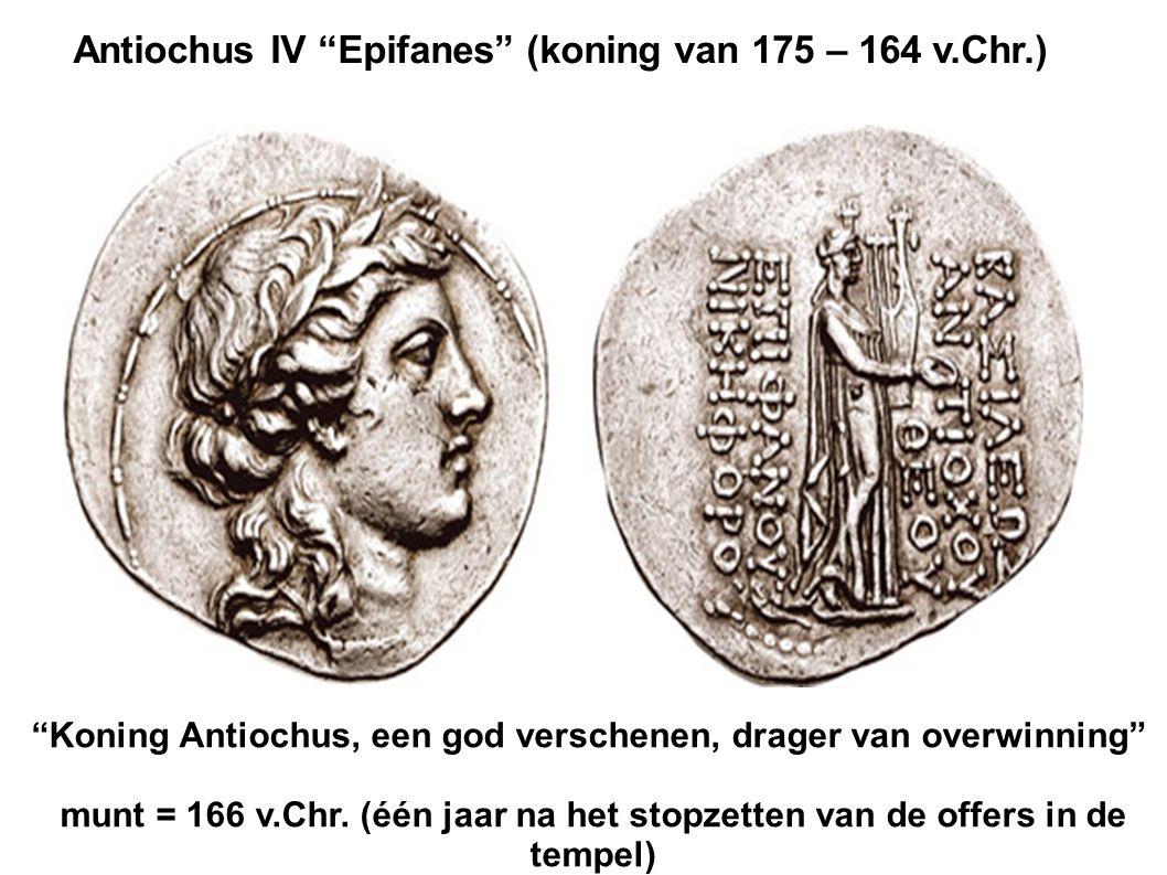 "Antiochus IV ""Epifanes"" (koning van 175 – 164 v.Chr.) ""Koning Antiochus, een god verschenen, drager van overwinning"" munt = 166 v.Chr. (één jaar na he"