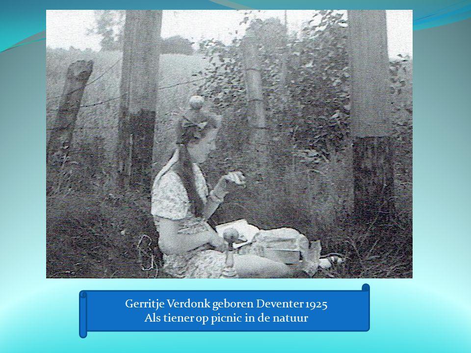 Gerritje Verdonk geboren Deventer 1925 Als tiener op picnic in de natuur