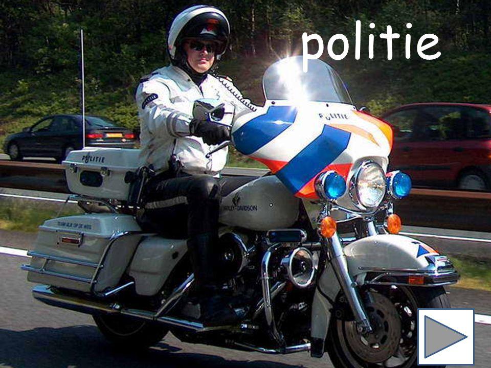 Politie begint met de letter P. Zie jij nog een woord dat met de letter P begint? paars lamp schaap oog bij paars