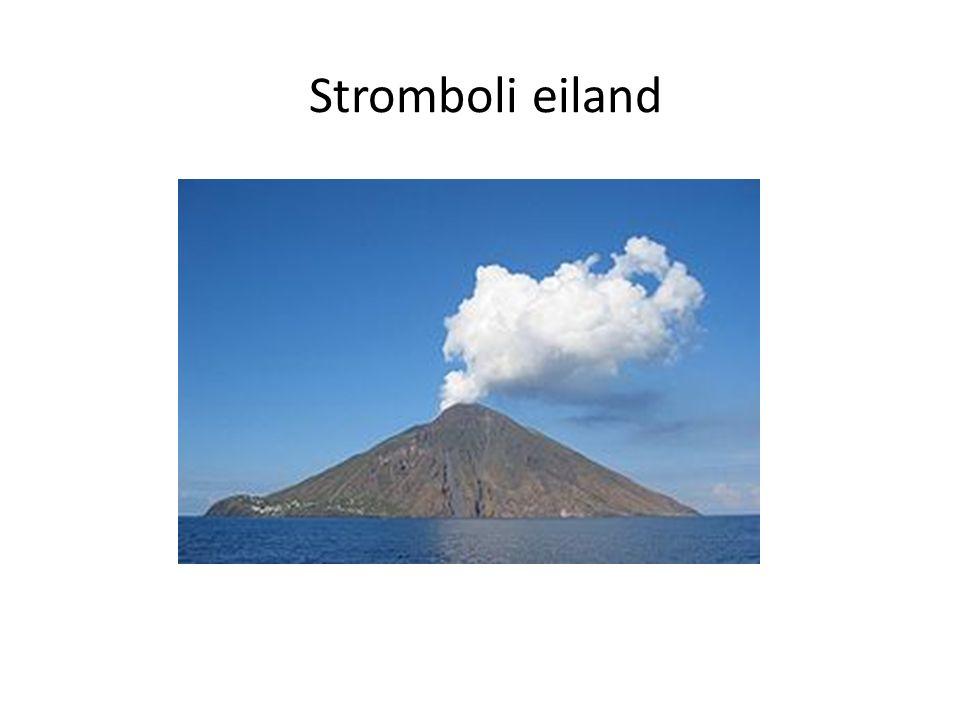 Algemeen Is een vulkaan eiland Deel van Eolische of Liparische eilanden Gelegen in de Tyreense zee Archipel tegenover Sicilie,Italie