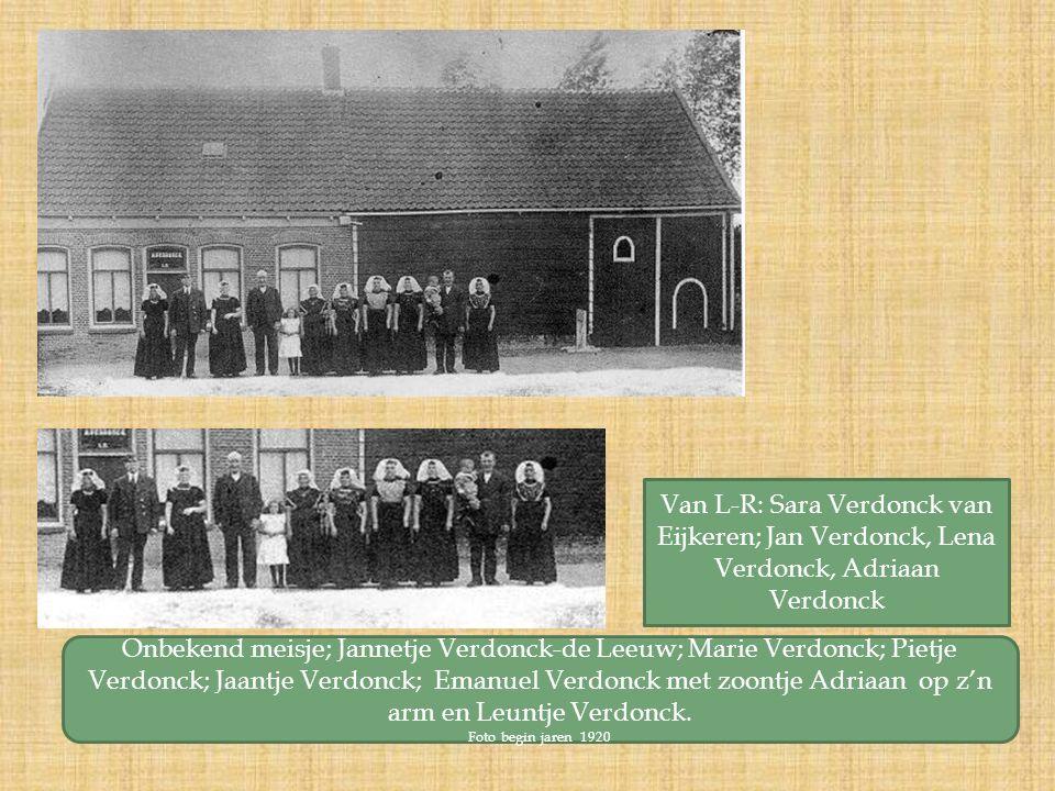 Van L-R: Sara Verdonck van Eijkeren; Jan Verdonck, Lena Verdonck, Adriaan Verdonck Onbekend meisje; Jannetje Verdonck-de Leeuw; Marie Verdonck; Pietje Verdonck; Jaantje Verdonck; Emanuel Verdonck met zoontje Adriaan op z'n arm en Leuntje Verdonck.
