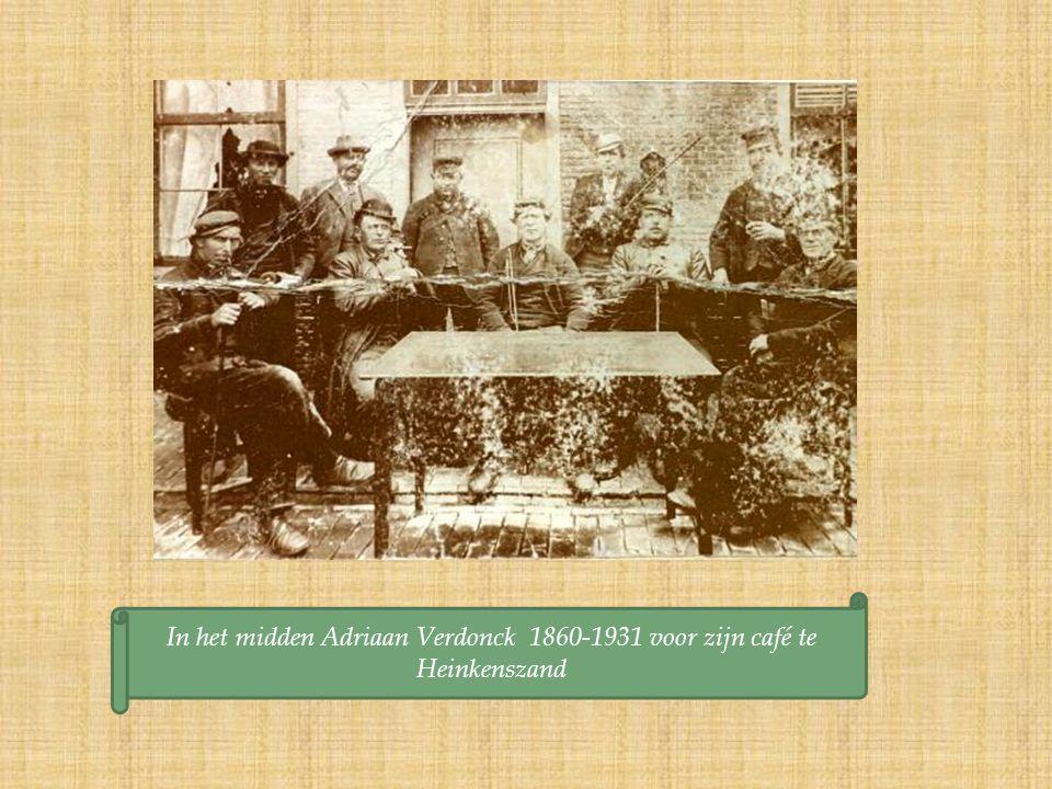 In het midden Adriaan Verdonck 1860-1931 voor zijn café te Heinkenszand