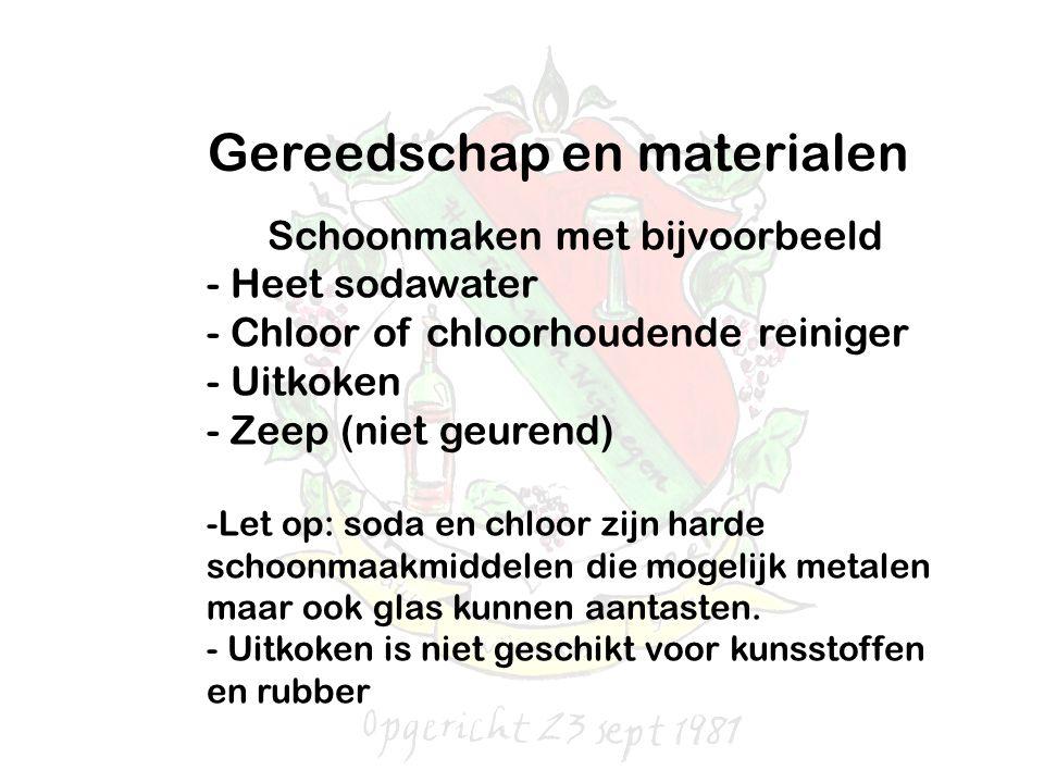 Gereedschap en materialen Schoonmaken met bijvoorbeeld - Heet sodawater - Chloor of chloorhoudende reiniger - Uitkoken - Zeep (niet geurend) -Let op: