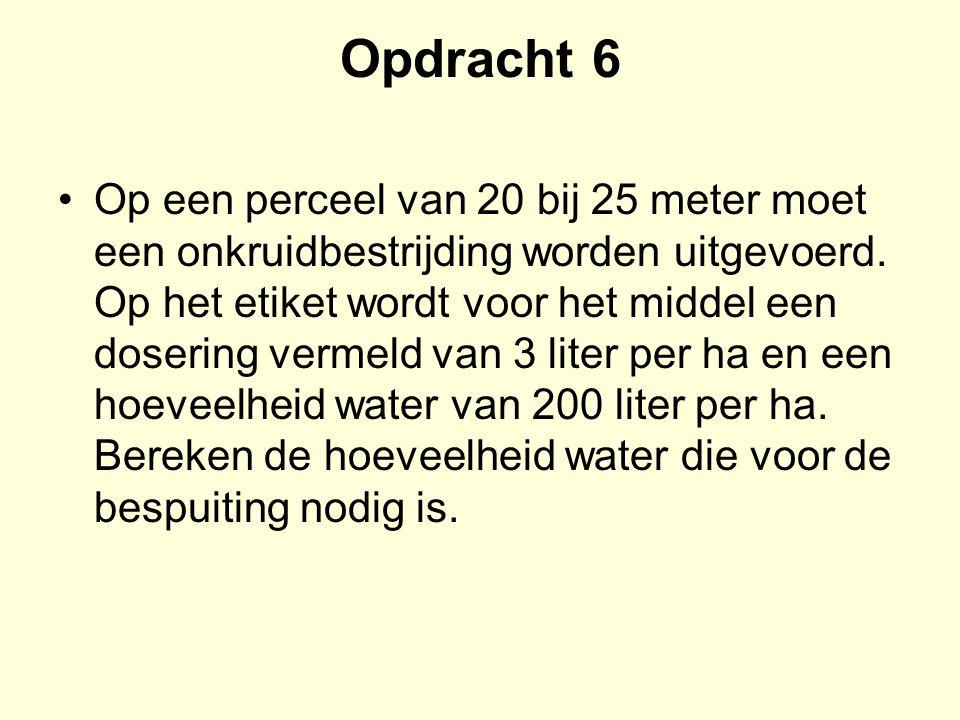 Opdracht 6 Op een perceel van 20 bij 25 meter moet een onkruidbestrijding worden uitgevoerd. Op het etiket wordt voor het middel een dosering vermel