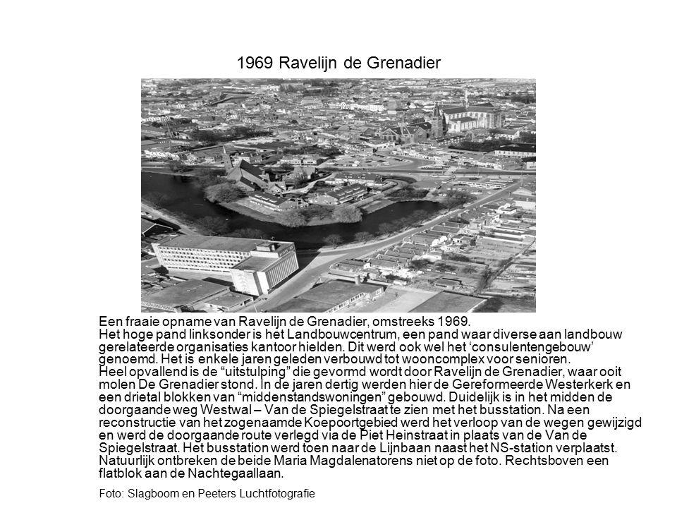 1969 Ravelijn de Grenadier Een fraaie opname van Ravelijn de Grenadier, omstreeks 1969. Het hoge pand linksonder is het Landbouwcentrum, een pand waar