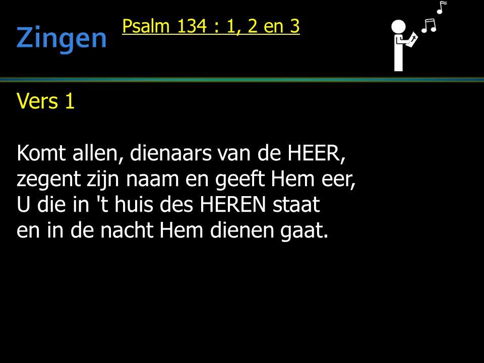 Vers 1 Komt allen, dienaars van de HEER, zegent zijn naam en geeft Hem eer, U die in t huis des HEREN staat en in de nacht Hem dienen gaat.