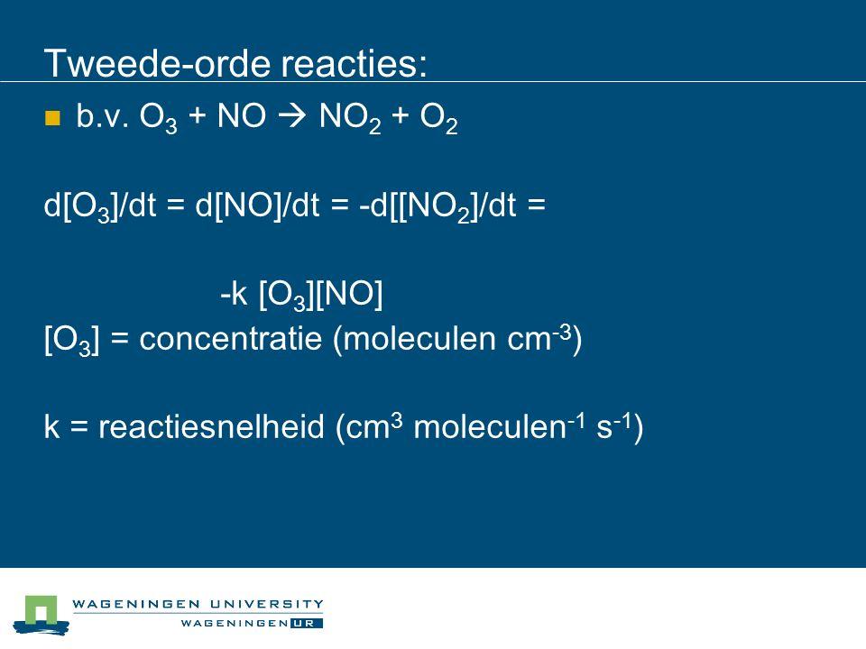 Tweede-orde reacties: b.v. O 3 + NO  NO 2 + O 2 d[O 3 ]/dt = d[NO]/dt = -d[[NO 2 ]/dt = -k [O 3 ][NO] [O 3 ] = concentratie (moleculen cm -3 ) k = re