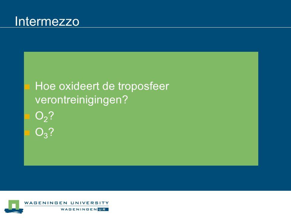 Intermezzo Hoe oxideert de troposfeer verontreinigingen O 2 O 3