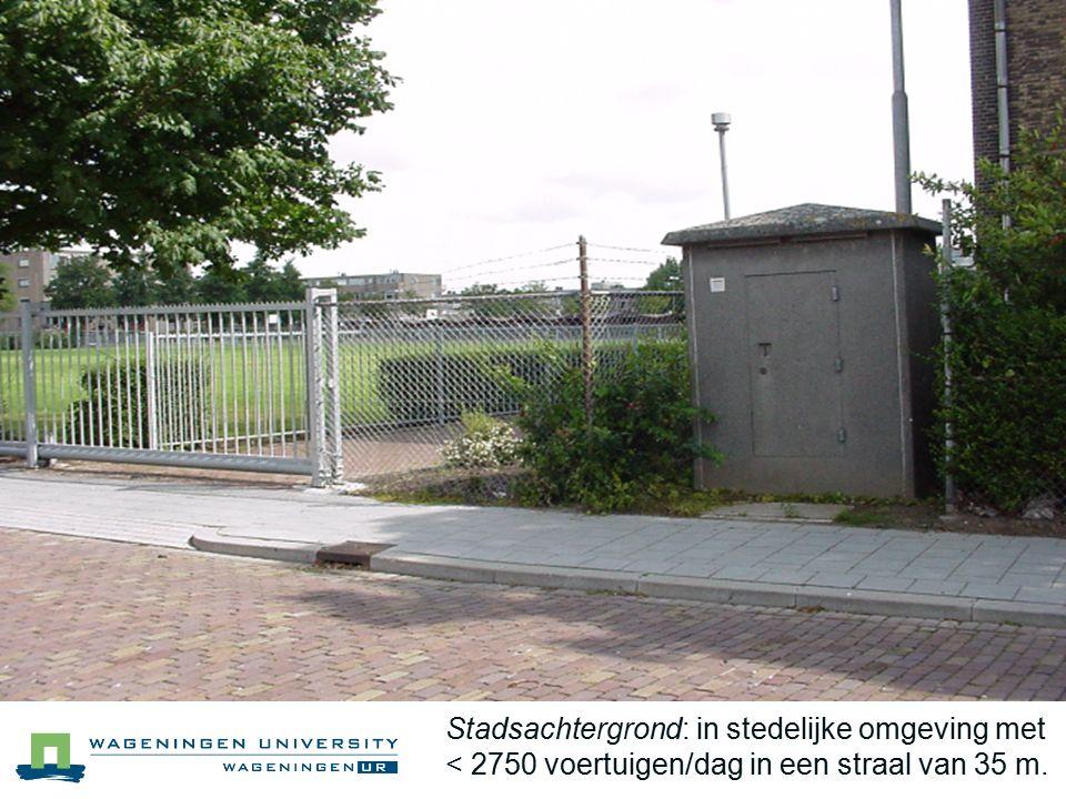 Stadsachtergrond: in stedelijke omgeving met < 2750 voertuigen/dag in een straal van 35 m.