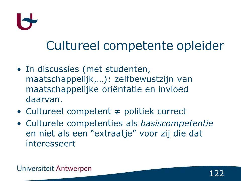 122 Cultureel competente opleider In discussies (met studenten, maatschappelijk,…): zelfbewustzijn van maatschappelijke oriëntatie en invloed daarvan.