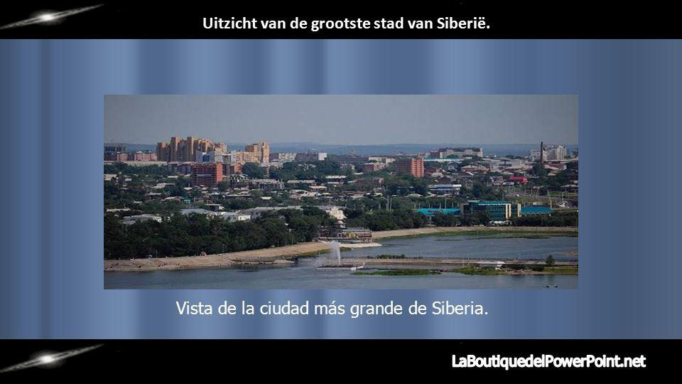 De grootste stad in de regio van Siberië: Irkutsk, langs de rivier de Angara.
