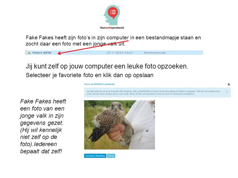 Fake Fakes heeft zijn foto's in zijn computer in een bestandmapje staan en zocht daar een foto met een jonge valk uit.