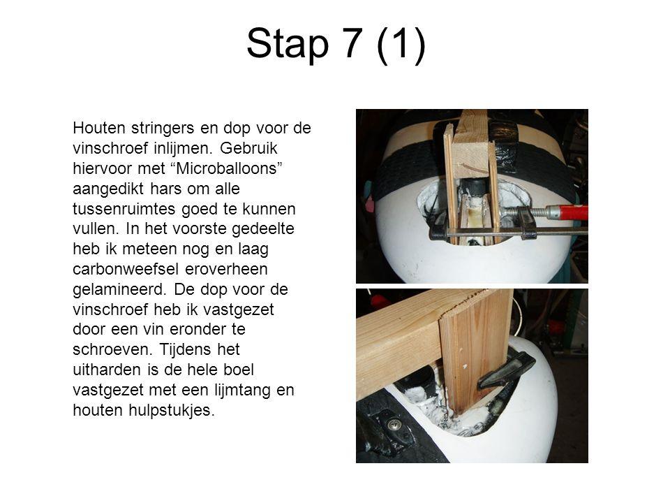 Stap 7 (1) Houten stringers en dop voor de vinschroef inlijmen.