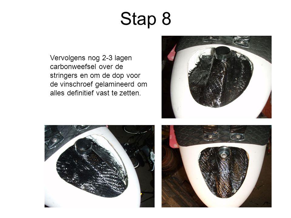 Stap 8 Vervolgens nog 2-3 lagen carbonweefsel over de stringers en om de dop voor de vinschroef gelamineerd om alles definitief vast te zetten.