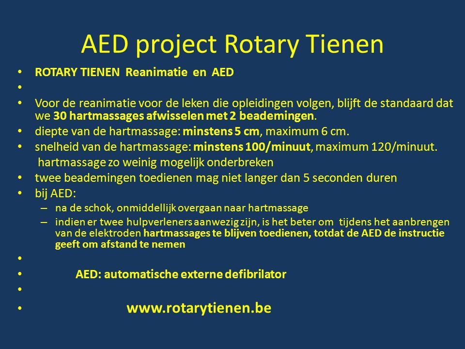 AED project Rotary Tienen ROTARY TIENEN Reanimatie en AED Voor de reanimatie voor de leken die opleidingen volgen, blijft de standaard dat we 30 hartmassages afwisselen met 2 beademingen.