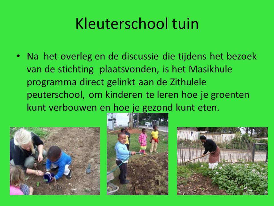 Kleuterschool tuin Na het overleg en de discussie die tijdens het bezoek van de stichting plaatsvonden, is het Masikhule programma direct gelinkt aan de Zithulele peuterschool, om kinderen te leren hoe je groenten kunt verbouwen en hoe je gezond kunt eten.