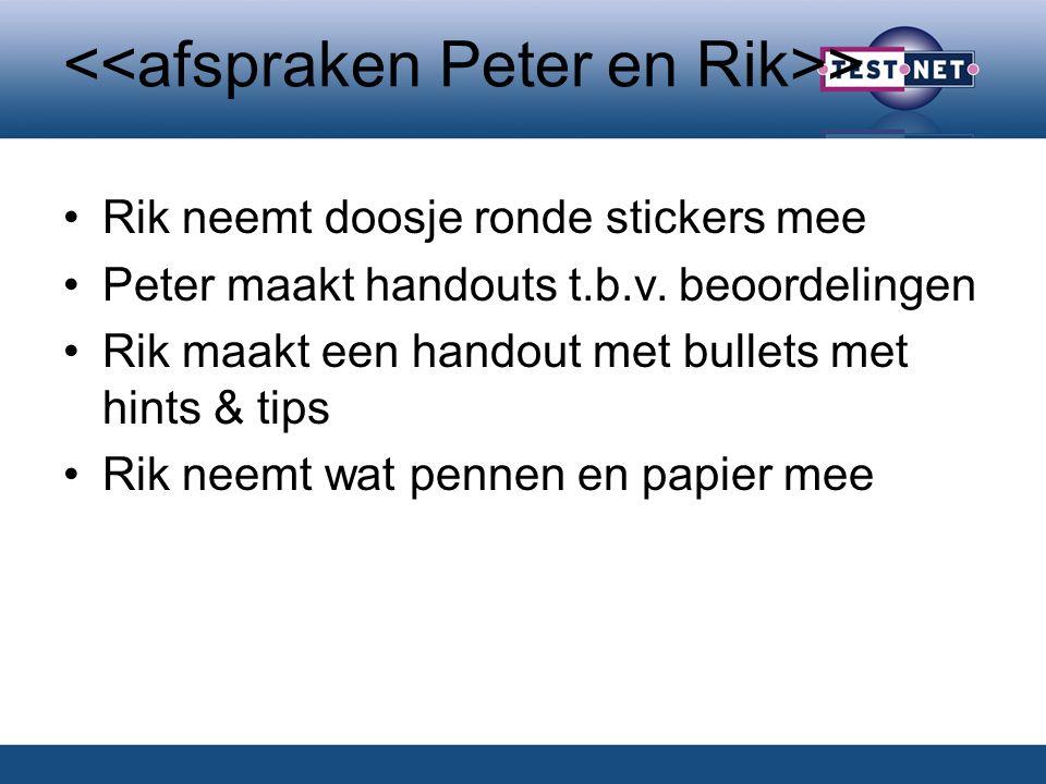 > Rik neemt doosje ronde stickers mee Peter maakt handouts t.b.v.